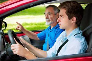 自動車保険は年齢条件の設定で保険料が安くなる