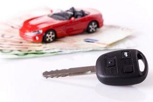 現在加入している自動車保険が高い理由と安くする方法