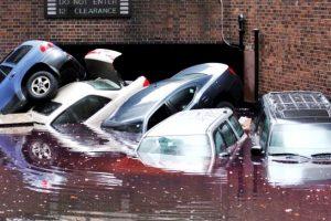 台風・豪雨・洪水で車が水没したら車両保険で補償されるのか