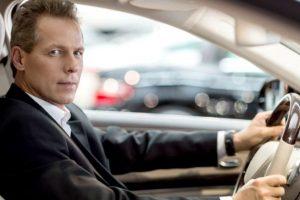 自動車保険は使用目的の選択で保険料を節約できる