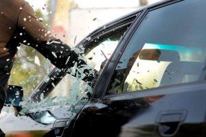 車上荒らしに遭ったときは車両保険で補償されるのか