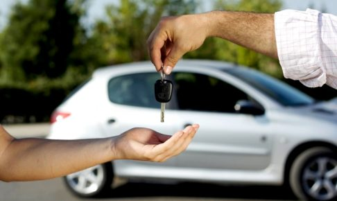 他人の車を運転中の交通事故で自動車保険はおりるのか