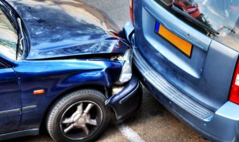 当て逃げ事故で車両保険を使うと等級がダウンする