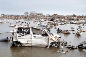 車両保険では補償されない地震・噴火・津波被害は一時金特約でカバー