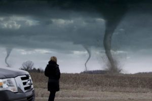 竜巻による被害は車両保険でカバーできるのか