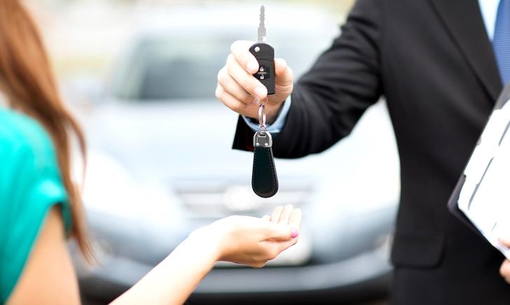 自動車の下取りと買い取りはどちらがお得か