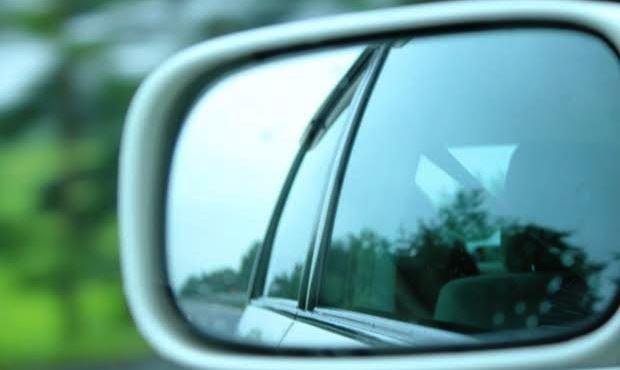 車で狭い道を上手にすれ違うコツ・ポイント