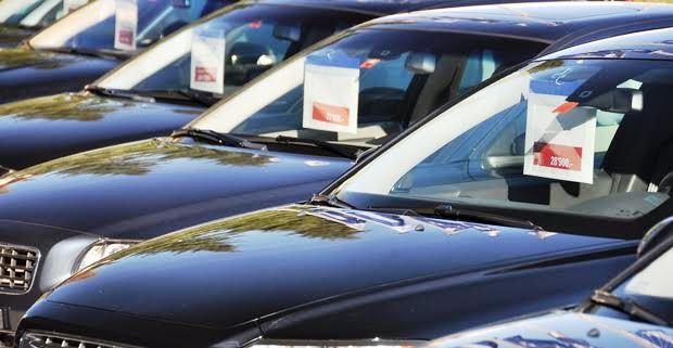 中古車を買うときの購入先を考える