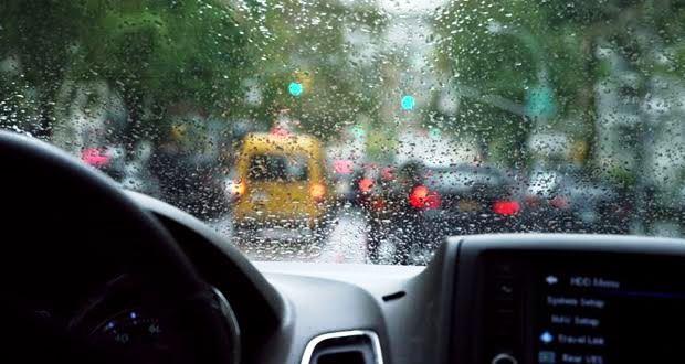 雨天時の運転が怖い【雨の日に運転するコツ・ポイント】