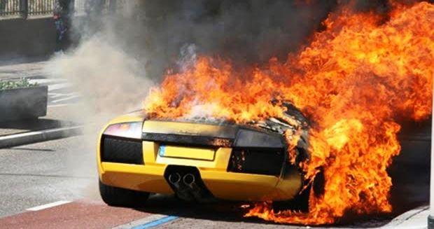 なぜ車が炎上・燃えるのか原因は?【ユーザー車検】