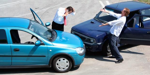 交通事故を起こしたときの初期対応【自動車保険】