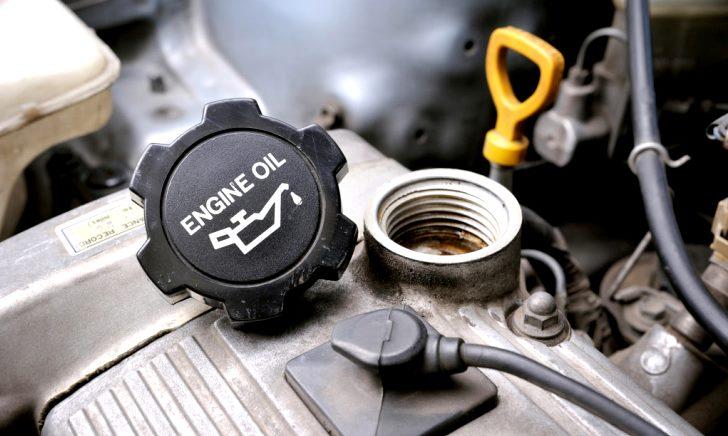 車に合ったエンジンオイルの選び方【安い・高い】
