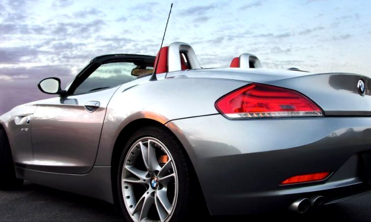 自動車保険を契約途中で乗り換えるとお得なのか