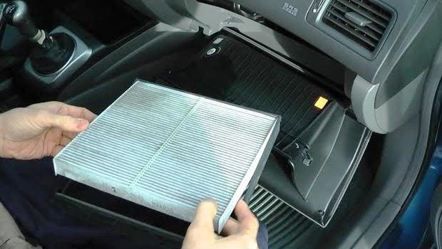 車のエアコンが臭い!原因と対策・除去方法