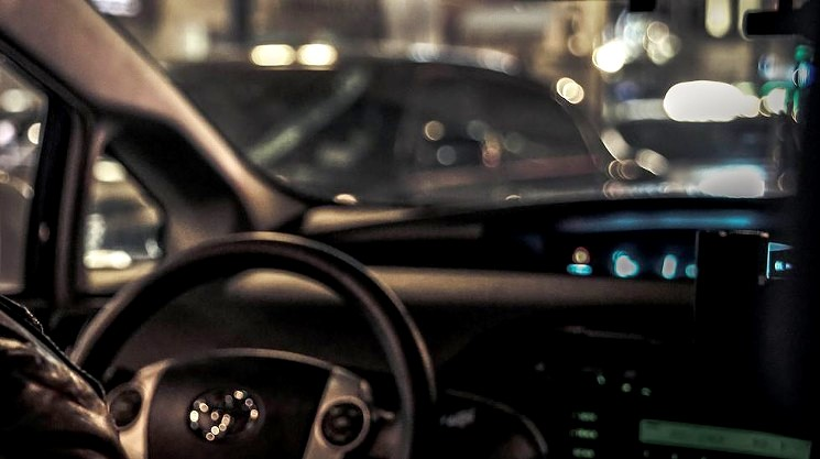 左ハンドル車を運転するコツ・注意点・デメリット