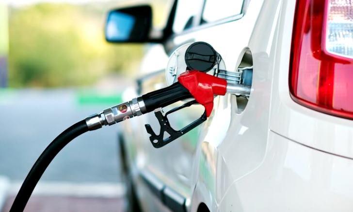 ガソリンと軽油を間違えて車に給油したときの対処方法