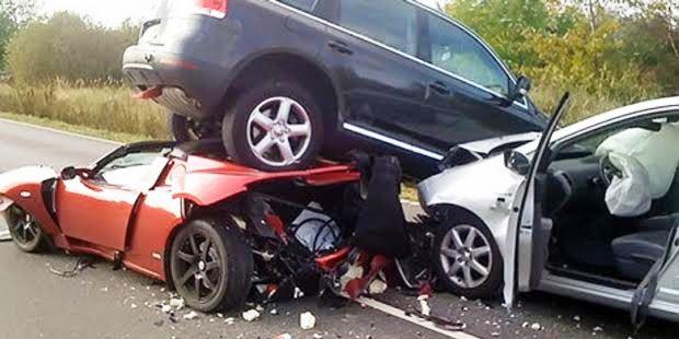 他人の車で事故を起こしたときに保険適用されるのか