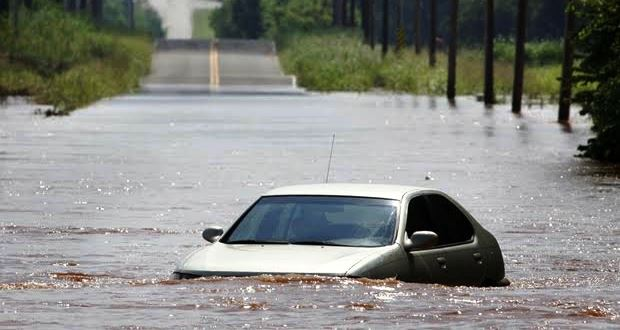 車が浸水・水没したときの対処方法とは【冠水】