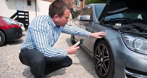 車の買取や下取りの査定士が見るポイント