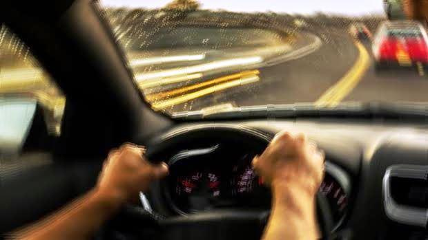 車を運転中に地震に遭遇したときの対処法・注意点