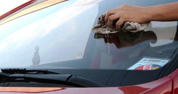 車のフロントガラスに付いた油膜の取り方・除去方法【コンパウンド】
