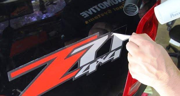 車のボディやガラスに貼られたステッカー・シールを剥がす方法