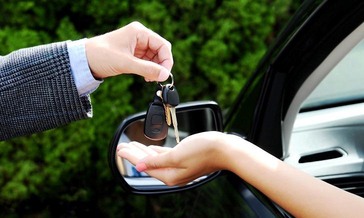 車の見積り交渉は下取りなしで値引きを引き出す【買取査定】