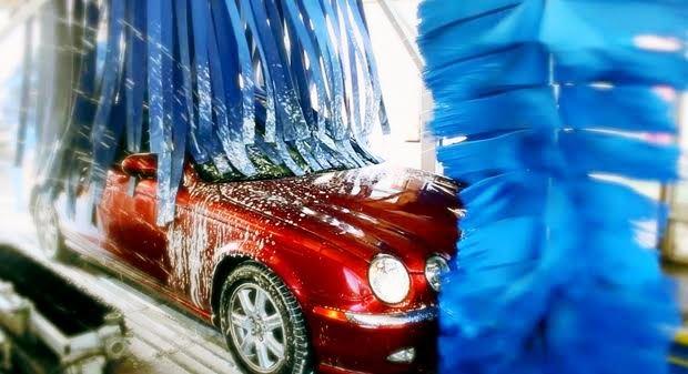 洗車機で車を洗うと傷が付くのか【黒色・消し方】