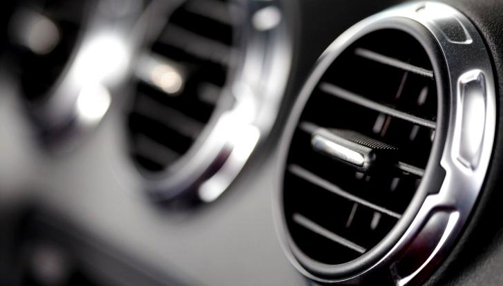 車のエアコンが効かない・冷えないときの修理費用