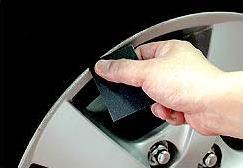 アルミホイールのガリ傷を自分で補修する方法
