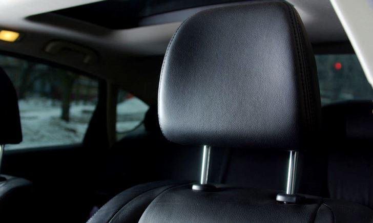車のヘッドレストを外すと違反・正しい使い方