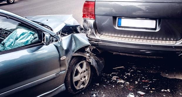 駐車違反の車にぶつけたときの責任はどちらが悪いのか【罰則】