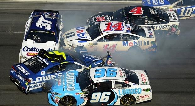 サーキット走行やレース・ラリーで起こした事故は自動車保険が使えない