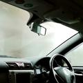 雨の日や冬に車のガラスが曇った時の対処法【曇り止め】
