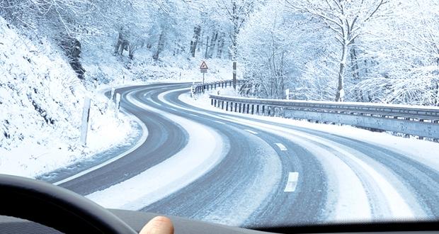 雪道をノーマルタイヤで走ると道交通法違反【罰金・点数】