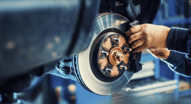 車のブレーキパッドの交換時期の目安と費用・異音の原因