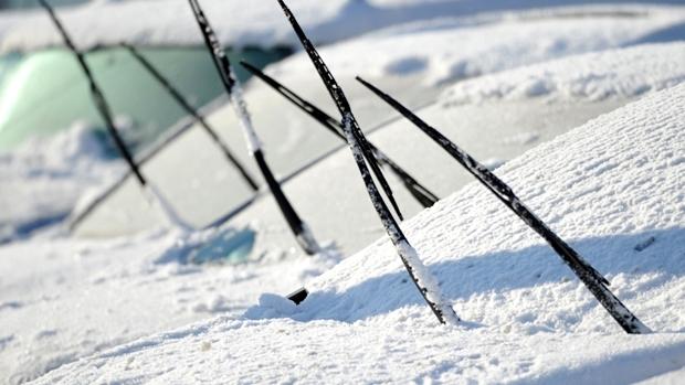 雪の日に車のワイパーを立てる理由