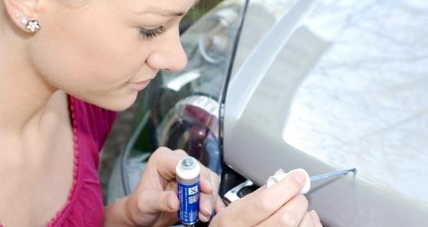 車のボディについた飛び石傷の対処法・予防策